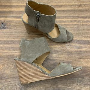 Lucky Brand Rittly Suede Wedge Sandals 8.5